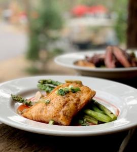 Evergreen Lodge Yosemite dinner restaurant